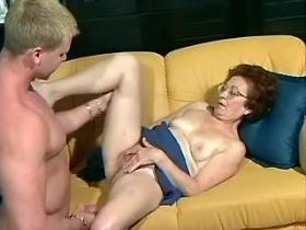 Horny mom get cool drilling on sofa