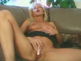 Blonde cutie milf and guy get oral sex each other