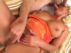 Man fucks blonde mature in bed and jizzes on ass