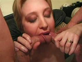 Beautiful milf gets cumshot on ass after anal fuck
