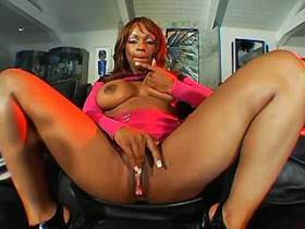 Cute longhair ebony milf sucks dick with big pleasure