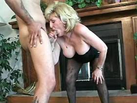 Cute mature fucks on floor and gets cumshot in mouth